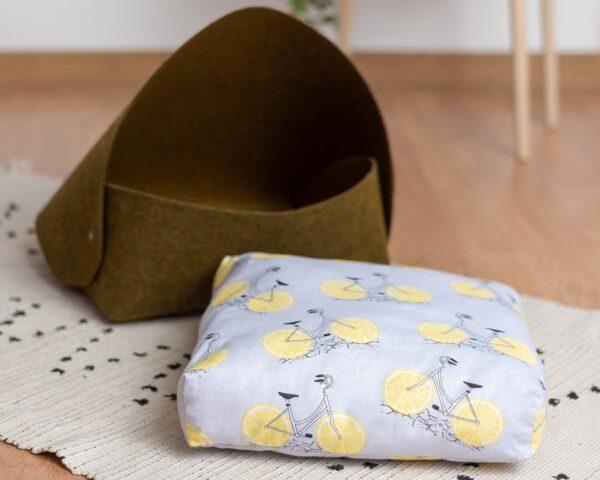 Домик для кошки с пышной подушкой