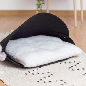 Лежанка для кошки с белой подушкой