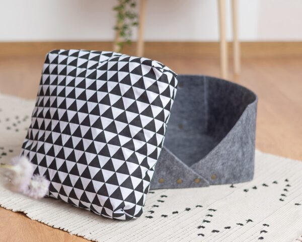 Стильная подушка для кота