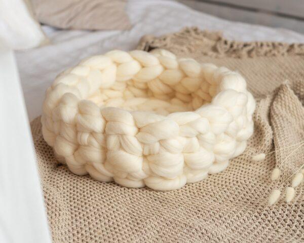 Лежак из белой шерсти мериноса