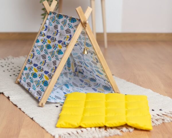 Желтая подушка