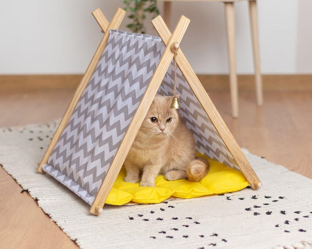 Домик для кошки с подушкой
